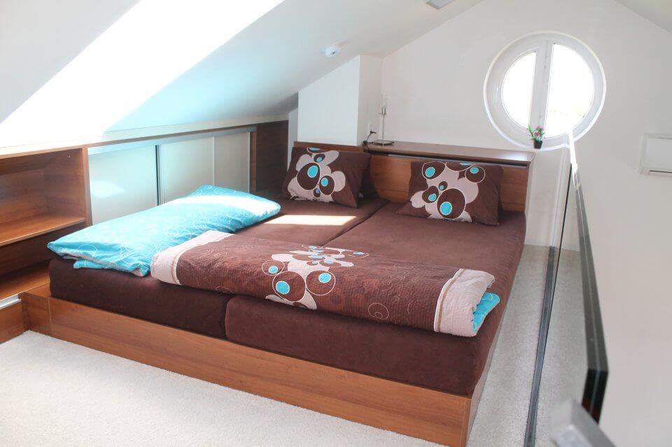 Romantická postel v apartmánu|palava-apartman.cz